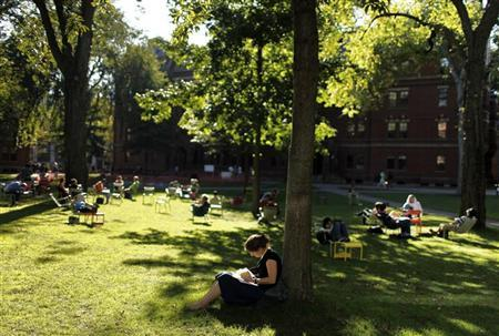 Students and visitors sit in the grass in Harvard Yard at Harvard University in Cambridge, Massachusetts September 21, 2009. REUTERS/Brian Snyder