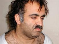 Jalid Sheij Mohammed, el supuesto autor intelectual de los ataques del 11 de septiembre, y otros cuatro coconspiradores fueron referidos el miércoles a un juicio ante el tribunal de crímenes de guerra en Guantánamo con cargos que podrían suponer la pena de muerte, dijo el Pentágono. En esta imagen de archivo, Jalid Sheij Mohammed durante su arresto, el 1 de marzo de 2003.  REUTERS/Courtesy U.S. News & World Report/Handout/Files