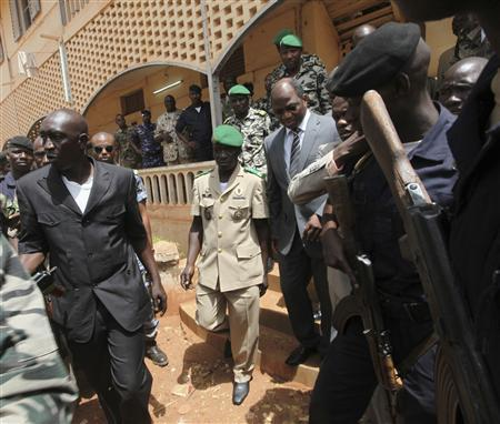 Mali's junta leader Captain Amadou Sanogo (C) arrives with Burkina Faso's foreign affairs minister Djibril Bassole to attend a news conference in Kati, outside Mali's capital Bamako, April 1, 2012. REUTERS /Luc Gnago