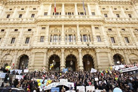 Lawyers stage a protest in front of the Justice Palace in Rome March 15, 2012. REUTERS/Alessandro Garofalo/Files