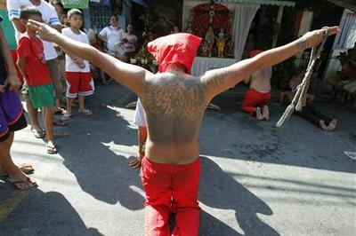 Filipino Catholics observe Lent with gory rituals