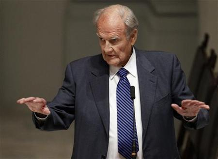 Former Senator George McGovern speaks during the wake for Sargent Shriver at Holy Trinity Catholic Church in Washington, January 21, 2011. REUTERS/Alex Brandon/Pool