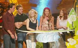 "Cast members of the film ""American Pie 2"" accept their award as Choice Comedy Movie at the Teen Choice Awards taping August 4, 2002 in Los Angeles. Shown (L-R) are Chris Klein, Seann William Scott, Mena Suvari, Shannon Elizabeth, and Alyson Hannigan. REUTERS/Fred Prouser"