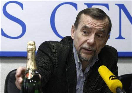 Human rights activist Lev Ponomaryov attends a news conference in Moscow, March 27, 2012. The news conference was dedicated to recent acts of police brutality in the Republic of Tatarstan, including an incident in Kazan in which a suspect under examination presumably died after officers sodomized him with a bottle of champagne earlier in March, according to local media. REUTERS/Sergei Karpukhin