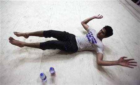 Indian boxer Vijender Singh stretches during a practice session at Karnail Singh stadium in New Delhi April 2, 2012. REUTERS/Parivartan Sharma
