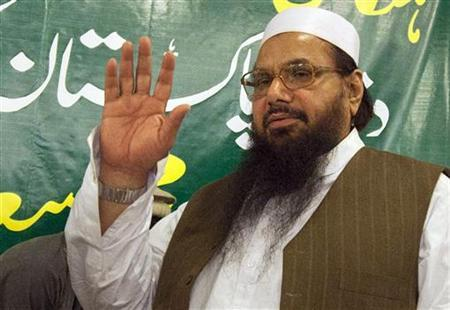 Hafiz Mohammad Saeed, head of Jamaat-ud-Dawa and founder of Lashkar-e-Taiba, waves to the media after a news conference in Rawalpindi near Islamabad April 4, 2012. REUTERS/Faisal Mahmood