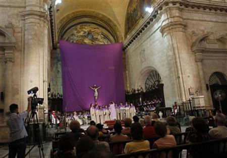 People attend a mass at a church on Good Friday in Havana April 6, 2012. REUTERS/Stringer