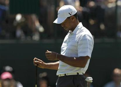 Tiger Woods of the U.S. reacts to missing a birdie putt on the 14th green during third round play in the 2012 Masters Golf Tournament at the Augusta National Golf Club in Augusta, Georgia, April 7, 2012. REUTERS/Mark Blinch