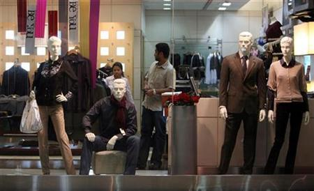 A man shops in a store at a mall in Mumbai November 20, 2008. REUTERS/Punit Paranjpe/Files