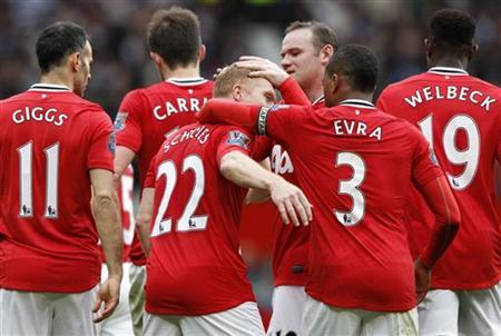 Manchester United's Paul Scholes (22) celebrates his goal against Queens Park Rangers with teammates during their English Premier League soccer match at Old Trafford in Manchester, northern England, April 8, 2012. REUTERS/Darren Staples