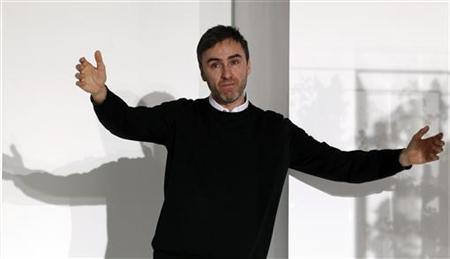 Belgian designer Raf Simons acknowledges audience applauses at the end of the Jil Sander 2012 Autumn/Winter collection show during Milan Fashion Week February 25, 2012. REUTERS/Alessandro Garofalo