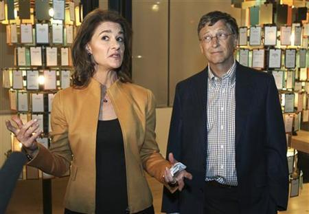 Microsoft co-founder Bill Gates listens while his wife Melinda Gates speaks to the media at an advance tour of the newly constructed $15 million visitor center of the Bill and Melinda Gates Foundation $500 million campus in Seattle, Washington February 1, 2012. The 900,000 square foot construction, which occupies more than 12 acres in downtown Seattle, is scheduled to open to the public on February 4, 2012. REUTERS/Anthony Bolante