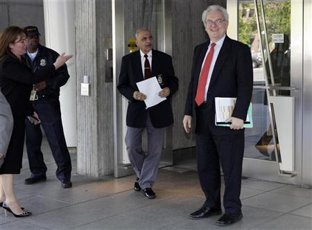 World Bank presidential nominee Jose Antonio Ocampo (R) of Colombia arrives at the World Bank headquarters building in Washington April 9, 2012. REUTERS/Yuri Gripas