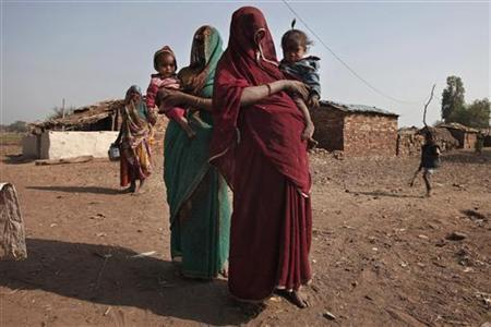 Sahariya tribe women hold their children suffering from malnutrition at Kasbathana village in Baran district in Rajasthan February 1, 2012. REUTERS/Adnan Abidi