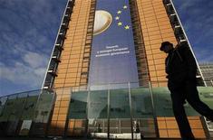 <p>Le siège de la Commission européenne à Bruxelles. L'exécutif européen estime toujours que l'Espagne n'aurait pas besoin d'une aide financière de la part de la zone euro afin de recapitaliser ses banques. /Photo prise le 19 décembre 2011/REUTERS/Yves Herman</p>