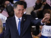 Кандидат в президенты США от республиканцев Митт Ромни на встрече со своими сторонниками в Бостоне 6 марта 2012 года. Митт Ромни стал единственным вероятным кандидатом на пост президента США от Республиканской партии после того, как основной конкурент - консервативный католик Рик Санторум - объявил о выходе из гонки. Таким образом, представитель республиканцев сразится с кандидатом от демократов - действующим главой государства Бараком Обамой. REUTERS/Jessica Rinaldi