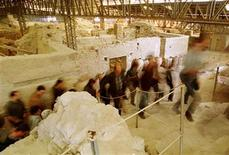 A group of journalists leave the archaeological site of prehistoric city of Akrotiri at the volcanic cycladic island of Santorini March 27, 2000. YK