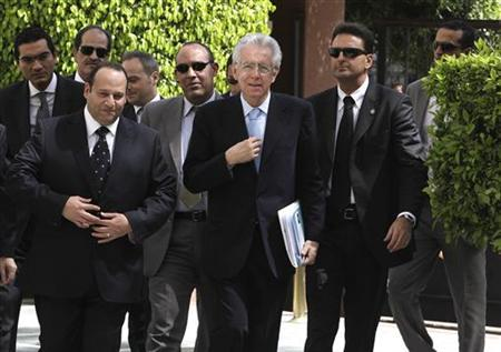 Italian Prime Minister Mario Monti (C) arrives at the Arab League headquarters to meet their chief Nabil Elaraby in Cairo April 10, 2012. REUTERS/Asmaa Waguih