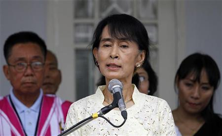 Myanmar pro-democracy leader Aung San Suu Kyi talks to reporters after meeting with Karen National Union (KNU) representatives, including KNU General Secretary Naw Si Pho Ra Sein and KNU General Mutu Saipo (both not pictured), at her home in Yangon April 8, 2012. REUTERS/Soe Zeya Tun