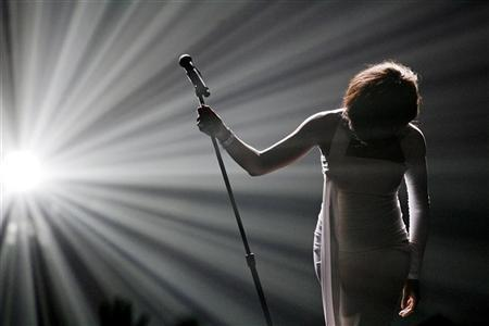Whitney Houston bows after performing ''I Didn't Know My Own Strength'' at the 2009 American Music Awards in Los Angeles, California November 22, 2009. REUTERS/Mario Anzuoni