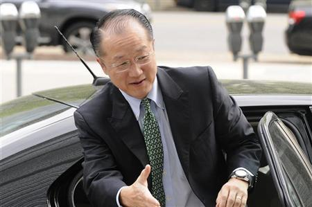 Dartmouth College president Jim Yong Kim, U.S. President Barack Obama's nominee to president of the World Bank, reaches out to shake hands as he arrives for meetings at the bank's headquarters in Washington, April 11, 2012. REUTERS/Jonathan Ernst