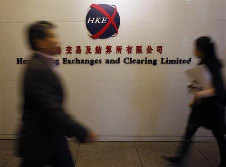 People walk past the entrance to the Hong Kong Stock Exchange March 2, 2011. REUTERS/Bobby Yip