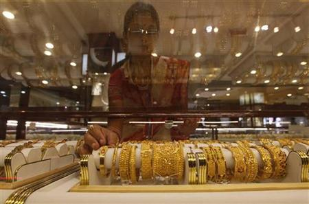 A saleswoman arranges gold jewellery inside a showroom in Kolkata September 29, 2010. REUTERS/Rupak De Chowdhuri/Files