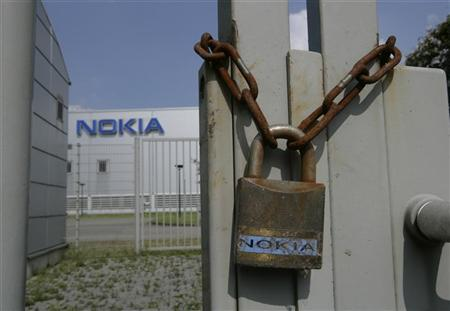 A rusted chain and a lock are seen at a closed gate of the Nokia mobile phone plant in Bochum May 16, 2008. REUTERS/Wolfgang Rattay