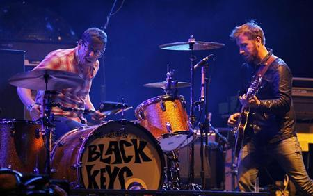 The Black Keys guitarist Dan Auerbach looks over at drummer Patrick Carney as they play on the main stage at the Coachella Valley Music & Arts Festival in Indio, California April 15, 2011. REUTERS/Mike Blake