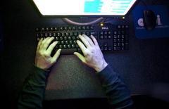 <p>Les ventes mondiales d'ordinateurs ont progressé au premier trimestre 2012, portées par une demande plus forte que prévu des entreprises en Europe, au Moyen-Orient et en Afrique, selon le cabinet d'études Gartner. /Photo prise le 7 février 2012/REUTERS/Samantha Sais</p>