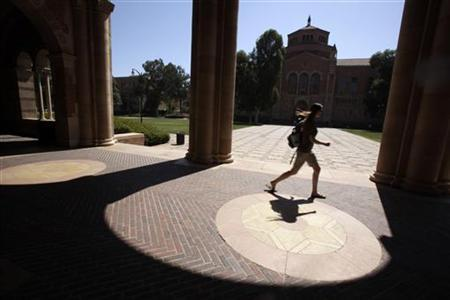 A student walks on the University of California Los Angeles (UCLA) campus in Los Angeles, September 18, 2009. REUTERS/Lucy Nicholson