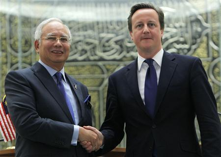 Visiting British Prime Minister David Cameron (R) shakes hand with his Malaysian counterpart Najib Razak after a news conference at the latter's office in Putrajaya outside Kuala Lumpur April 12, 2012. REUTERS/Samsul Said