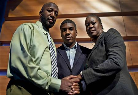 The parents of slain Florida teen Treyvon Martin, Tracy Martin (L) and Sybrina Fulton (R) pose together with their son Jahvaris in New York, April 12, 2012. George Zimmerman, who was charged with second-degree murder in the shooting of Trayvon Martin, made his first court appearance on Thursday in Sanford, Florida and was ordered held pending formal arraignment. REUTERS/Mike Segar