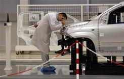Italia, produzione cala oltre attese in febbraio. REUTERS/Alessandro Bianchi