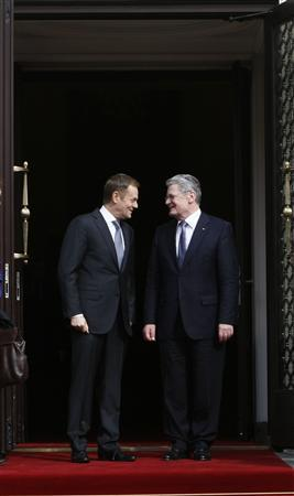 File photo of Poland's Prime Minister Donald Tusk (L) speaking to the newly elected Germany's President Joachim Gauck, on his first foreign visit, during their meeting in Warsaw, March 27, 2012. REUTERS/Kacper Pempel/Files