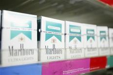Сигареты с ментолом в магазине в Нью-Йорке, 30 марта 2010 г. Инсульты чаще бывают у курильщиков, предпочитающих сигареты с ментолом, показало исследование, опубликованное в американском журнале Archives of Internal Medicine. REUTERS/Lucas Jackson