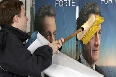 Sarkozy's comeback hopes crumble, polls show