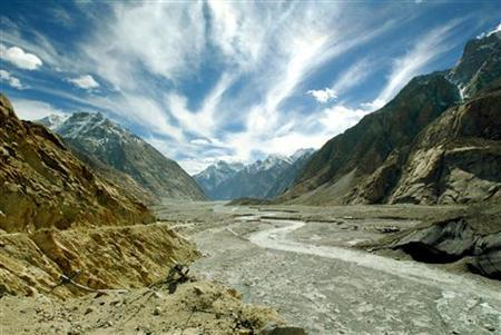 The Siachen Glacier in the Karakoram mountain range north of the Indian state of Jammu and Kashmir is seen in this October 4, 2003 file photo. REUTERS/Pawel Kopczynski/Files