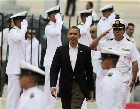 President Barack Obama arrives at the convention center, where the Americas Summit is being held, in Cartagena April 14, 2012. Heads of state are meeting here from April 14-15. REUTERS/Ricardo Moraes