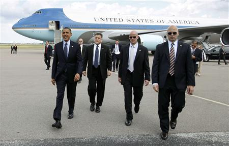 President Barack Obama walks to greet well-wishers, with Secret Service agents at his side, upon his arrival in Tampa, Florida April 13, 2012. REUTERS/Kevin Lamarque