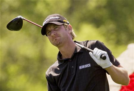 Vaughn Taylor watches his tee shot on the 18th hole during first round play at the Shell Houston Open golf tournament in Houston April 1, 2010. REUTERS/Richard Carson