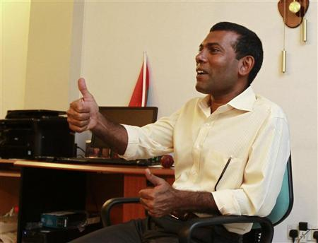 Former Maldivian president Mohamed Nasheed gestures as he speaks with the media at his home in Male February 9, 2012. REUTERS/Dinuka Liyanawatte