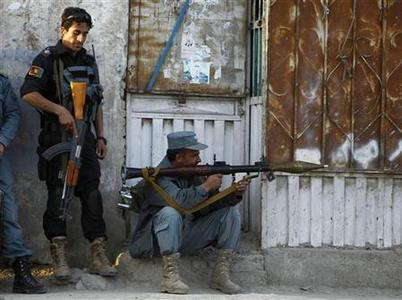Afghan policemen take position at the site of an attack in Kabul April 15, 2012. Gunmen launched multiple attacks in the Afghan capital Kabul on Sunday, assaulting Western embassies in the heavily guarded, central diplomatic area and at the parliament in the west, witnesses and officials said. Taliban insurgents claimed responsibility for the assault, one of the boldest on the capital since U.S.-backed Afghan forces removed the group from power in 2001. REUTERS/Omar Sobhani