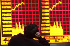 A man monitors an electronic screen at a brokerage house in Shanghai March 17, 2009. REUTERS/Aly Song