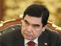 Президент Туркменистана Курбанкули Бердымухамедов на встрече в Киеве, 13 марта 2012 года. Экономика Туркмении, крупнейшего экспортера природного газа в Центральной Азии, выросла в первом квартале текущего года на 10,4 процента в годовом выражении, сообщили местные СМИ со ссылкой на президента страны Курбанкули Бердымухамедова, параллельно отругавшего топ-менеджеров ТЭК за недостаточное развитие ключевого сектора. REUTERS/Gleb Garanich