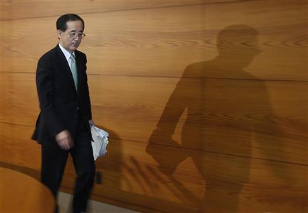 Bank of Japan Governor Masaaki Shirakawa leaves after a news conference at its headquarters in Tokyo February 14, 2012. REUTERS/Toru Hanai