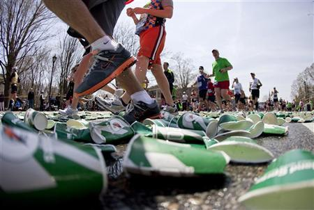 Runners pass the halfway mark in last year's Boston Marathon in Wellesley, Massachusetts April 18, 2011. REUTERS/Dominick Reuter