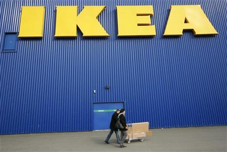 People push a shopping cart past a warehouse of the Swedish furniture maker IKEA in Bordeaux, southwestern France, February 13, 2010. REUTERS/Olivier Pon/Files