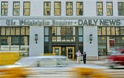 """Вход в издательство Philadelphia Inquirer/Daily News в Филадельфии, 13 марта 2006 года.  Газета The Patriot-News удостоилась Пулитцеровской премии в категории """"освещение местных новостей"""" за репортаж о сексуальном скандале в Университете штата Пенсильвания, в то время как одна из старейших газет США The Philadelphia Inquirer получила престижную награду за """"служение обществу""""."""