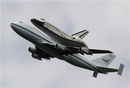 The space shuttle Discovery flies on top of a 747 aircraft over northern Virginia and Washington before landing at its permanent home at Dulles International Airport, April 17, 2012. REUTERS/Larry Downing